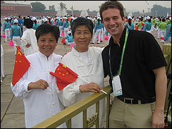 Jeff Glor in Tiananmen Square with a few folks waiting for the arrival of the Olympic torch