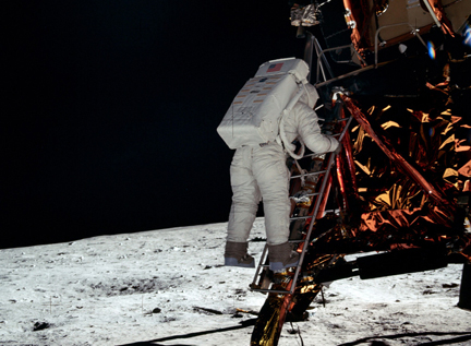 Neil Armstrong, first man on the moon, dies at 82   Space News